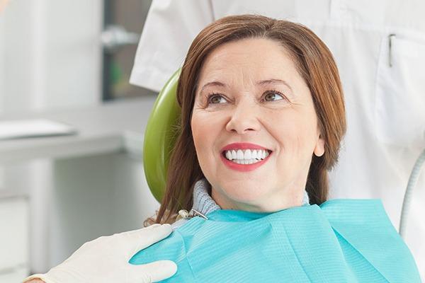 Пациентка после протезирования зубов
