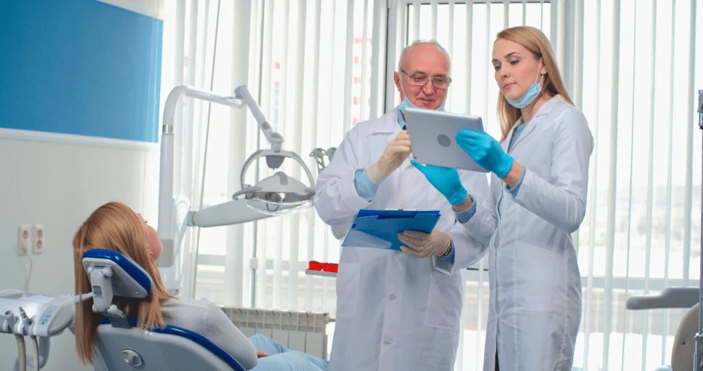 Компьютерная томограмма верхней и нижней челюсти на томографе - изучение доктором