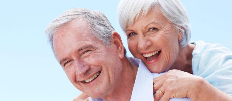 Довольные пациенты после протезирования зубов на имплантах