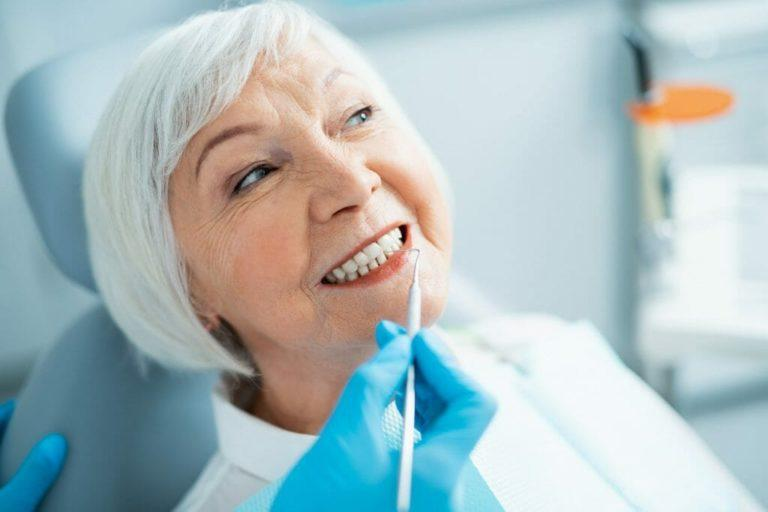 Протезы на имплантатах для пожилых людей после установки