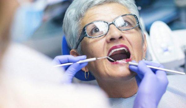 Консультация пациента перед протезированием