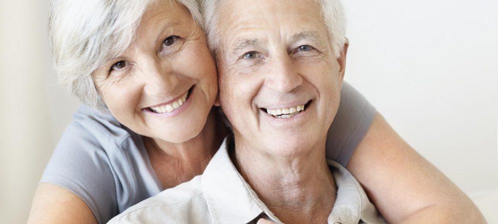 Радостные пациенты после протезирования