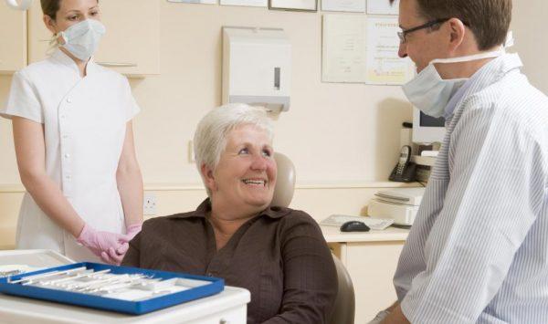пациент на приеме у стоматолога